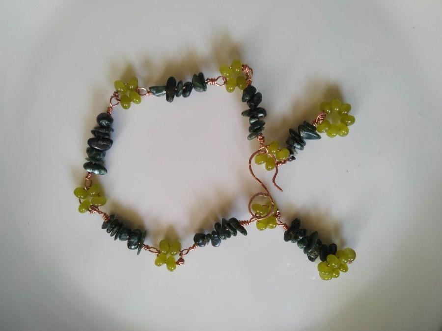 Bransoletka z serafinitu i peridotu ,miedź - Oryginalna prosta bransoletka