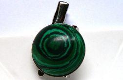 Broszka z zielonym malachitem, elegancka