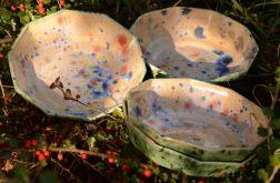 Zestaw kolorowych miseczek