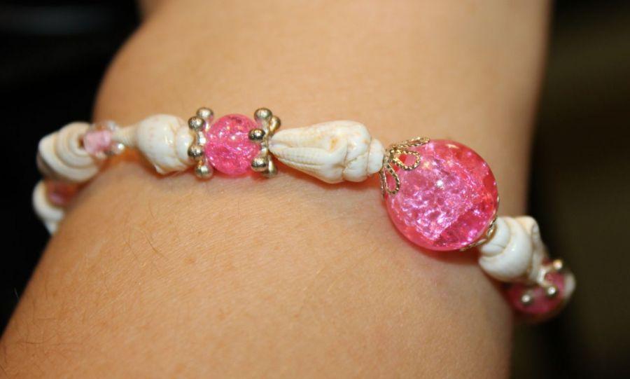 Bransoletka z różową kulą