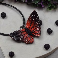 """Wisiorek """"czerwony motyl"""""""