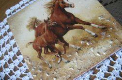 Drewniana skrzynka - konie 1