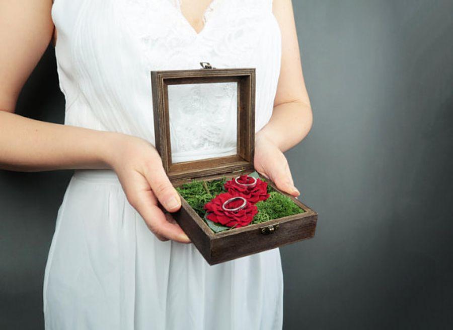 Pudełko na obrączki czerwone dzikie róże - pudełko na obrączki czerwone róże