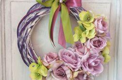 Wianek z hortensji i róż