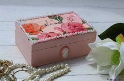 Romantyczny kuferek z różami