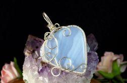 Srebrny wisior z niebieskim agatem pasiastym