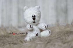 Mały biały słodki Miś Grześ