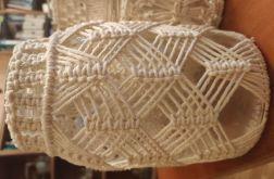 ozdobny świecznik z bawełnianą makramą