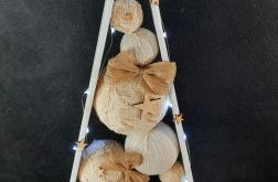 Drewniana choinka w skandynawskim stylu