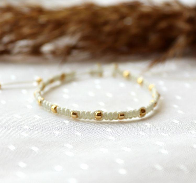 Kremowa pleciona bransoletka złote kuleczki - Kremowa bransoletka na rękę