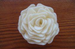 Broszka z filcu - kremowa róża