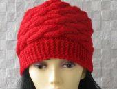 Czerwona zimowa czapka wykonana ręcznie