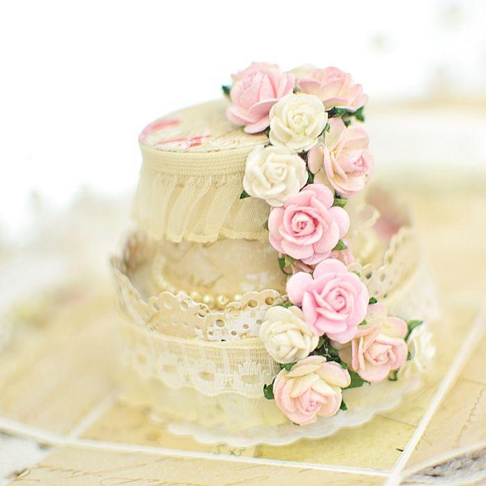 Pudełko ze ślubnym tortem
