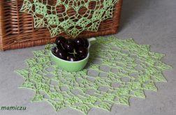 Komplet zielonych szydełkowych serwetek.