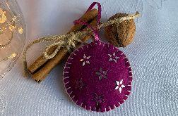 Dekoracja świąteczna z filcu z ozdobnym haftem - wzór 006