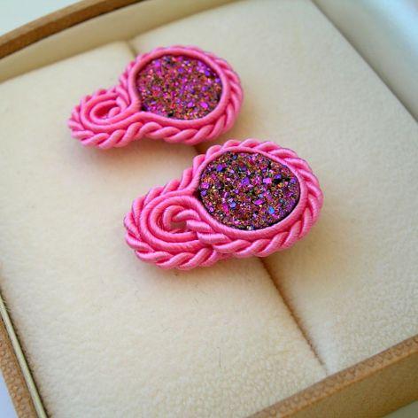 Druzy agatowe różowe - mini kolczyki sutasz