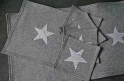 Komplet podkładek z szarego filcu z gwiazdkami