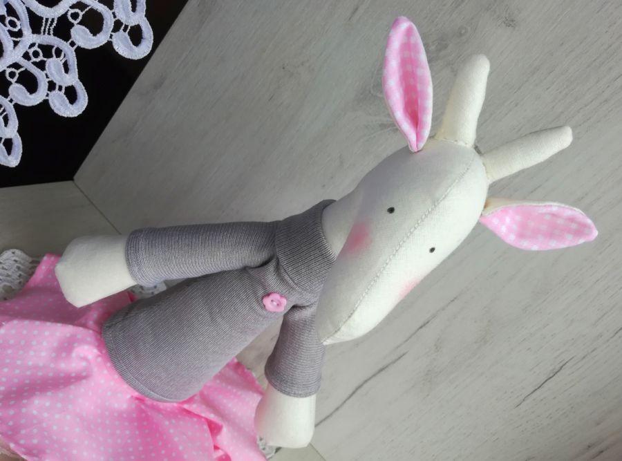 Żyrafa Tilda w spódniczce przytulanka różowa -