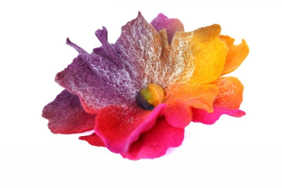 Broszka z filcu. Broszka kwiat.