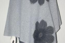 Ponczo wełną zdobione kwiaty