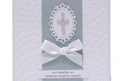 Pamiątka Komunii Św. białe kwiaty i krzyżyk