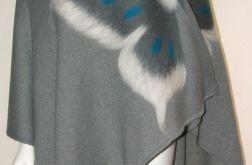 Ponczo wełną zdobione z motylem