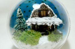 """Bombka """"Domek z fantazyjnym dachem"""""""