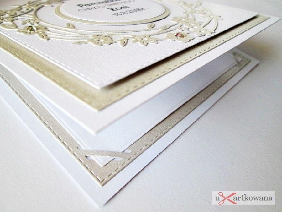 Kartka PAMIĄTKA CHRZTU biało-beżowa - Biało-beżowa kartka na Chrzest w ozdobionej kopercie