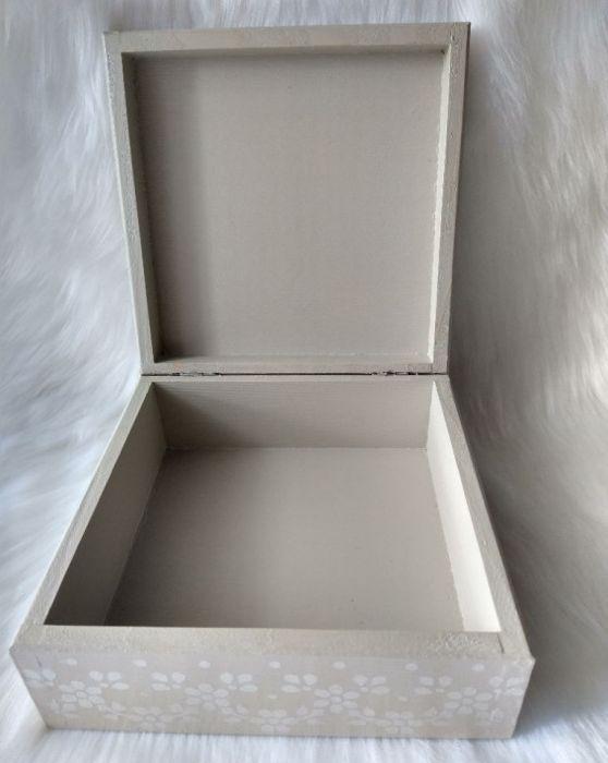 szkatułka-pamiątka I Komunii Św. z aniołkiem  - wnętrze