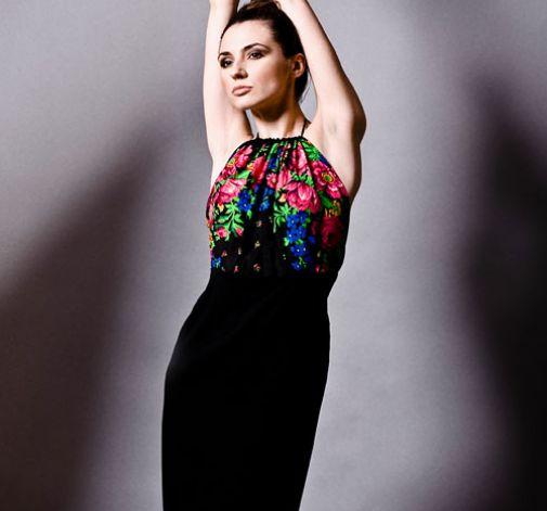 Czarna sukienka w stylu folk