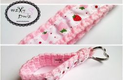 Breloczek szydełkowy - Różowe truskawy