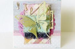 Dziecięca, kolorowa i radosna karteczka z motylem
