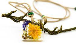 Naszyjnik wisiorek z żywicy kwiaty rzemień BOHO