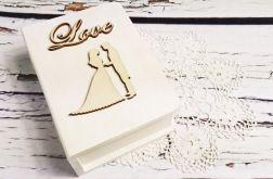 Białe pudełko na obrączki księga para