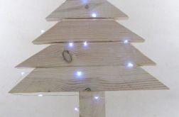 Prosta, biała, drewniana choinka LED