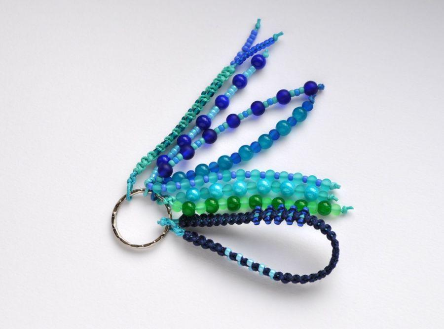 Brelok koralikowy niebieski - brelok w kolorach niebiesko-zielonych