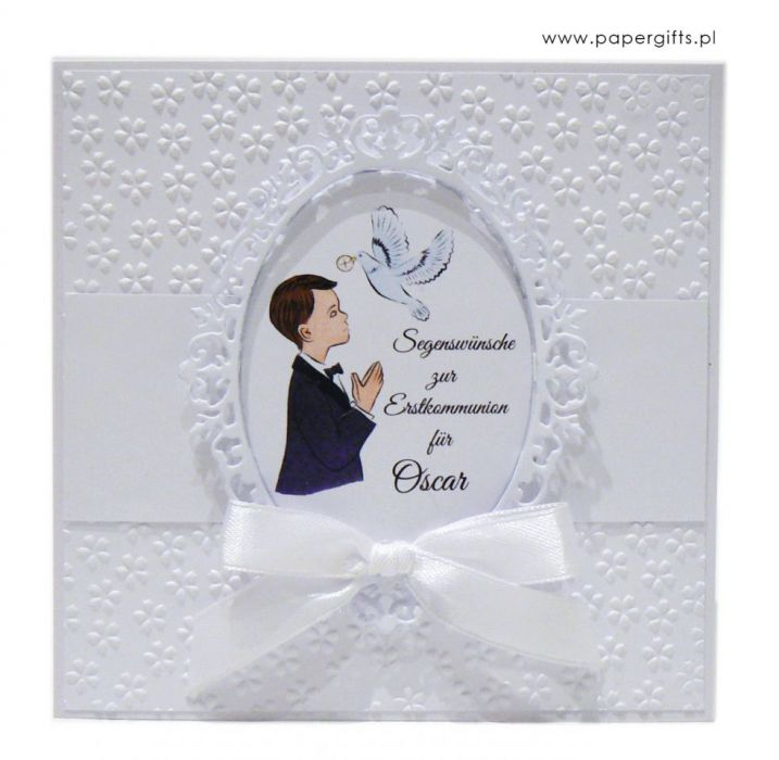 Pamiątka Komunii Świętej Chłopca białe kwiaty -