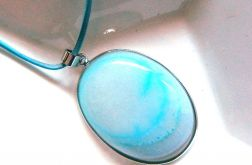 Biało niebieski owalny agat, wisiorek