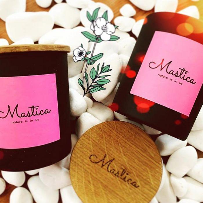 Mastica Mango&Chilli-świeca sojowa,wegańska - Naturalne składniki pozwalają na komfort przebywania w pomieszczeniu palącej się świecy.