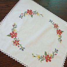 Obrus Kwiaty polne, haft krzyżykowy
