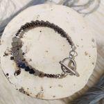 Metaliczna bransoletka z sercami
