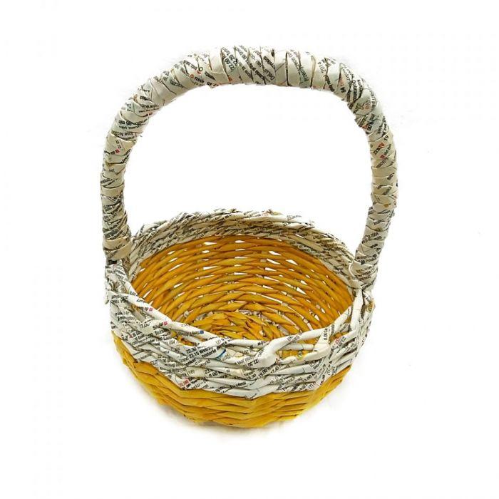 Żółty koszyk wielkanocny