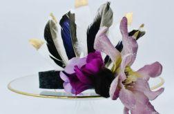 Pióropusz z fioletowym kwieciem