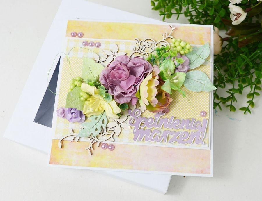Kartka z fioletowymi kwiatami -