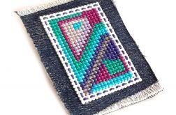 4635 broszka haft krzyżykowy rękodzieło