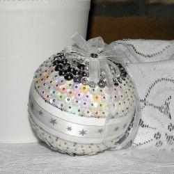 Bombka cekinowa biało - srebrna