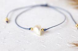 Bransoletka z perłą na niebieskim sznureczku