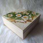 szkatułka - pamiątka Pierwszej Komunii Św. z różańcem - widok z góry