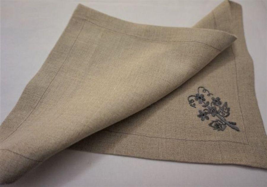 Serwetka pod talerz z szarym bukiecikiem