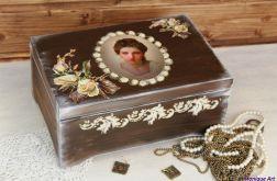 Kufer retro, skrzynka na biżuterię